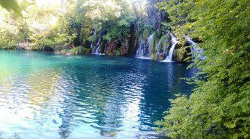 お盆 旅行 穴場 プリトヴィツェの国立公園も行く価値があります