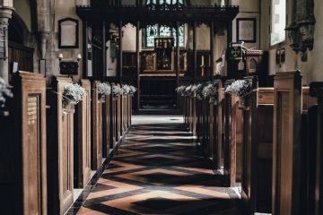 イギリス 結婚式 では、挙式当日に教会で入籍する