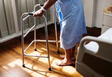 病気は看病してくれる人がいないこと(孤独への不安) 収入がなくなること(経済的な不安) が不安