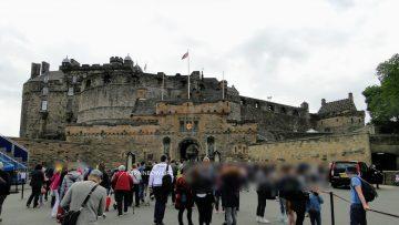 エディンバラはスコットランドの首都で、イギリスではロンドンの次に観光客の多い都市です。