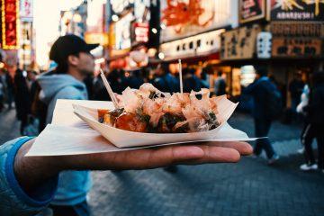 食べ歩きをして美味しいお店を開拓して、充実した休日を過ごす